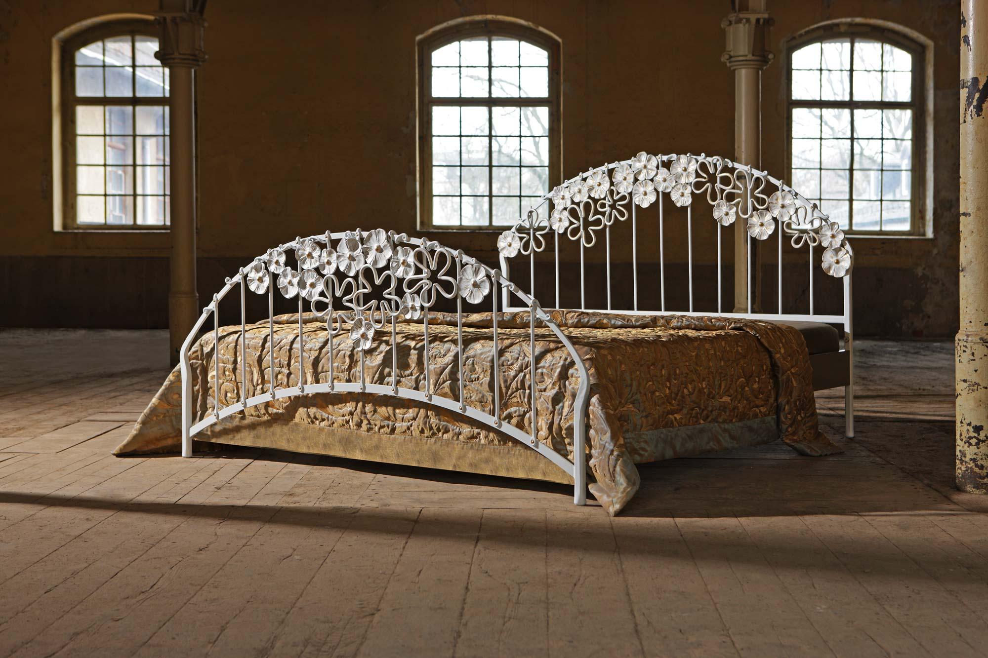 metallbett emilia leichtigkeit des individuellen designs. Black Bedroom Furniture Sets. Home Design Ideas